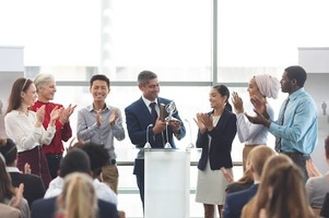 10 Awards You Should Give Out to Fire Up Your Sales Team