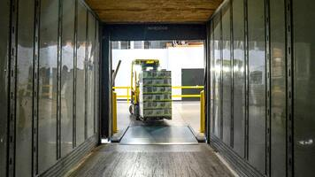Ecommerce Warehouse Safety Guidelines, Tips, and a Comprehensive Checklist